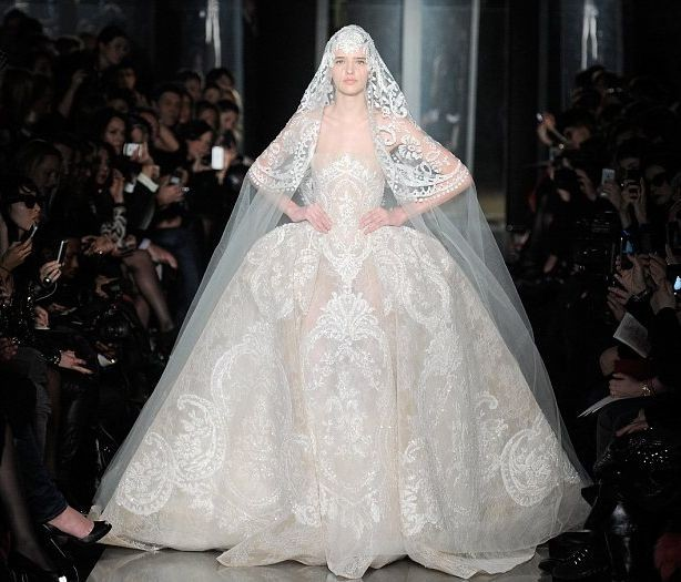 Жан Поль Готье тоже не поскупился на украшения для своего платья