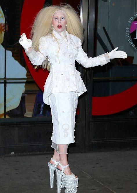 Леди Гага против Переса Хилтона: он хочет меня взорвать