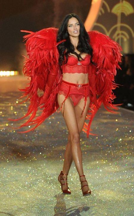 В Нью-Йорке состоялся показ Victoria's Secret