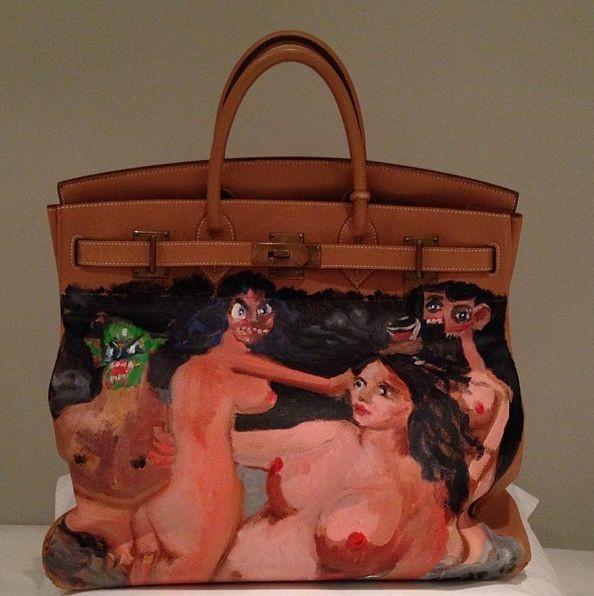 Ким Кардашян на Рождество получила разрисованную сумку