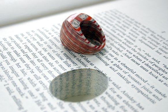 Кольца из книг и кулоны с растениями - необычные украшения из привычного материала
