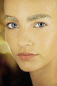 Широкие брови - главный beauty-тренд этого сезона