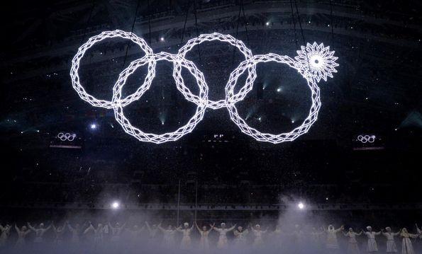 Появились футболки с нераскрывшимся кольцом Олимпиады