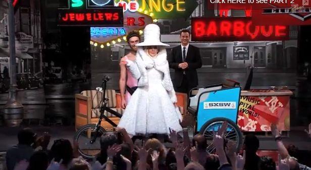 Леди Гага пришла в платье из кофейных фильтров
