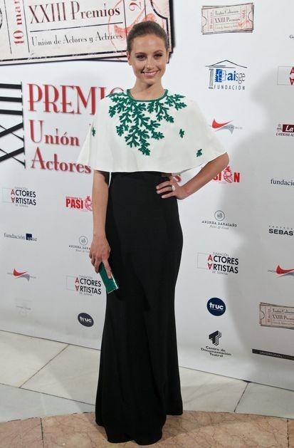 Мишель Дженнер и Лиззи Каплан в платье Andrew Gn