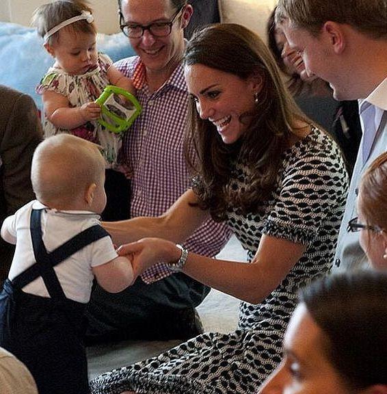 Кейт Миддлтон привела принца Джорджа на детскую площадку