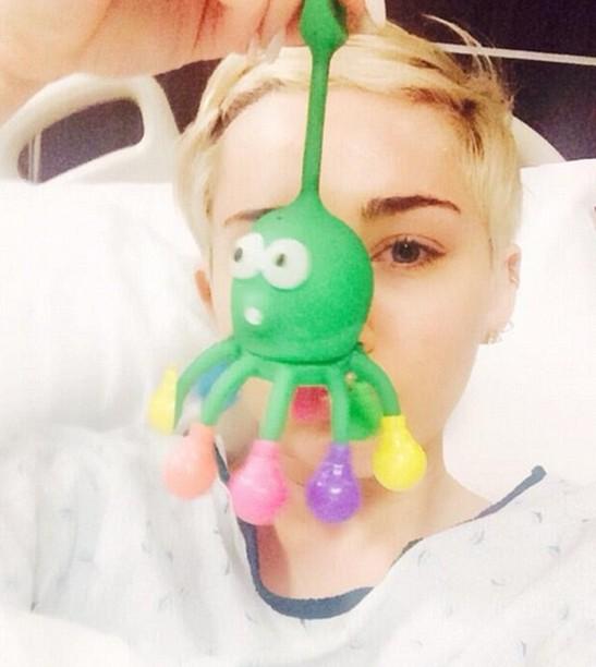 Майли Сайрус попала в больницу