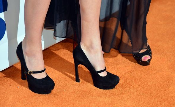 Кендалл Дженнер научит ходить на высоких каблуках
