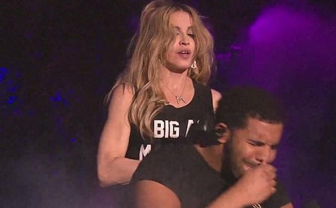 Мадонна ответила на насмешки над поцелуем с Дрейком