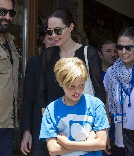 Анджелина Джоли взяла дочь в лагерь беженцев
