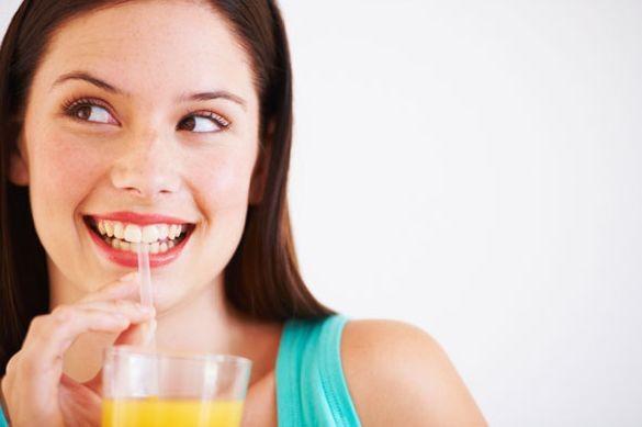 Соки и смузи разрушают зубы