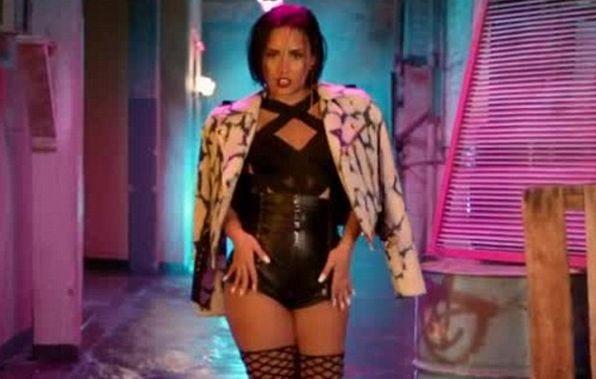 Деми Ловато выпустила видео на песню Cool for the Summer