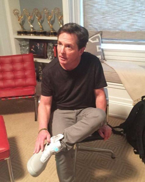 Майкл Джей Фокс получил первые самозашнуровывающиеся кроссовки Nike