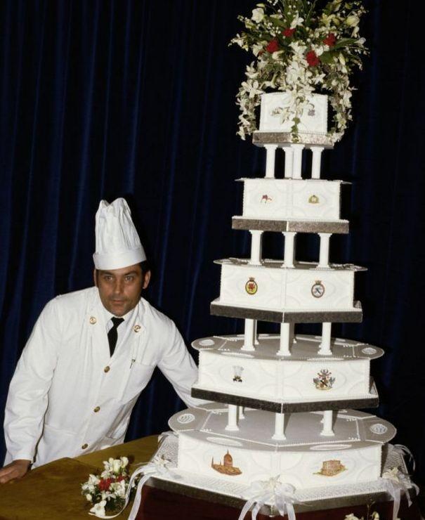Торт со свадьбы принцессы Дианы и принца Чарльза выставлен на продажу