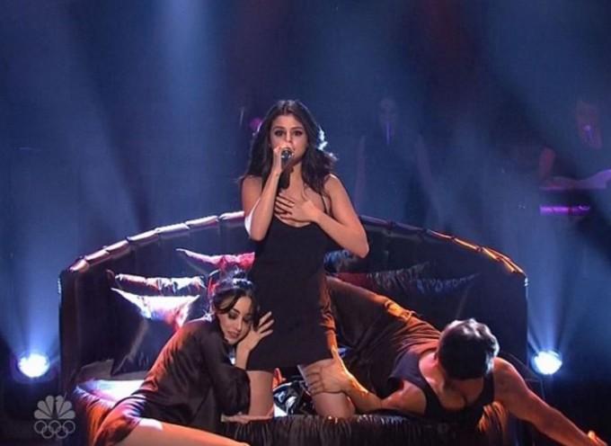 Селена Гомес выступила на шоу Saturday Night Live