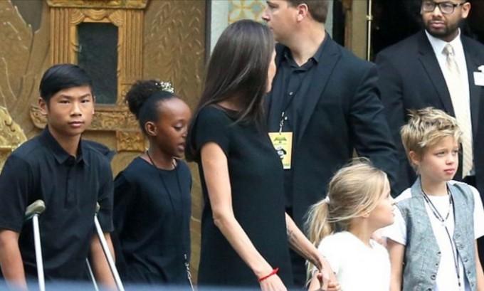 Анджелина Джоли шокировала своей худобой на премьере Кунг-фу Панда 3