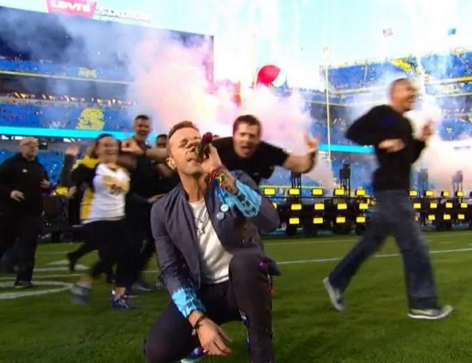 Бейонсе, Coldplay и Бруно Марс выступили на Суперкубке
