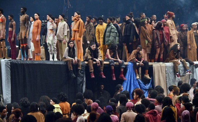 Канье Уэст выпустил новую коллекцию одежду и оскорбил Тэйлор Свифт