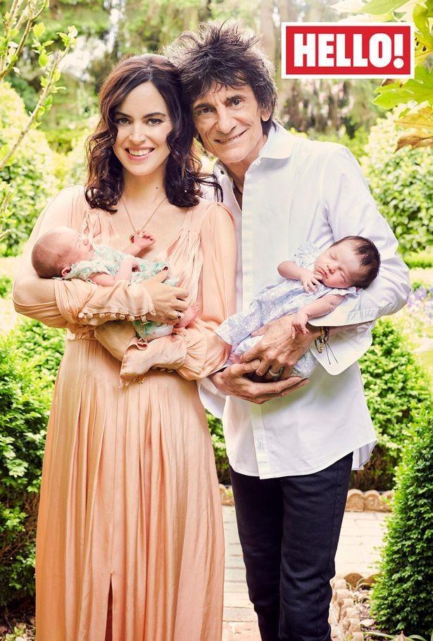 Ронни Вуд впервые показал новорожденных дочерей