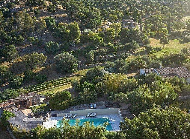 Джонни Депп продаёт деревню во Франции