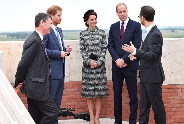 Принц Уильям и Кейт Миддлтон почтили память погибших во Франции солдат