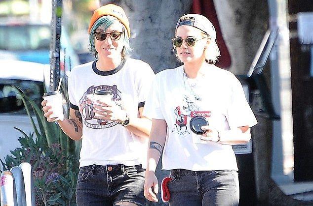 Кристен Стюарт и Алиша Карджайл целуются на улице и носят похожую одежду