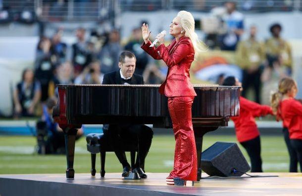 Леди Гага ведёт переговоры о выступлении на Суперкубке 2017