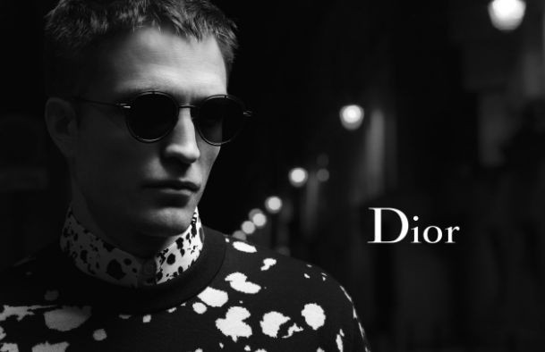 Роберт Паттинсон снялся вночном Париже для рекламы Dior