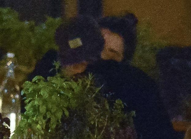 Кристен Стюарт и Сент Винсент целуются на свидании в Нью-Йорке