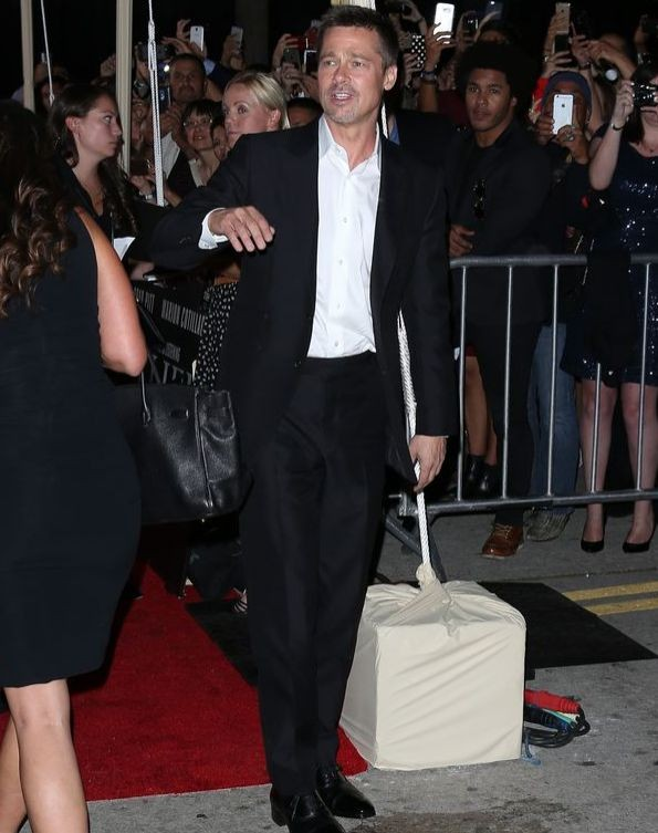Брэд Питт впервые после развода прошёлся по красной дорожке и поблагодарил всех за поддержку