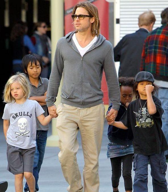 Брэд Питт требует соместную опеку над детьми