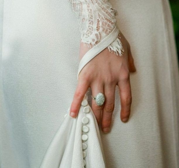 Фанат Сумерек купил кольцо Беллы Свон за 17 тысяч долларов