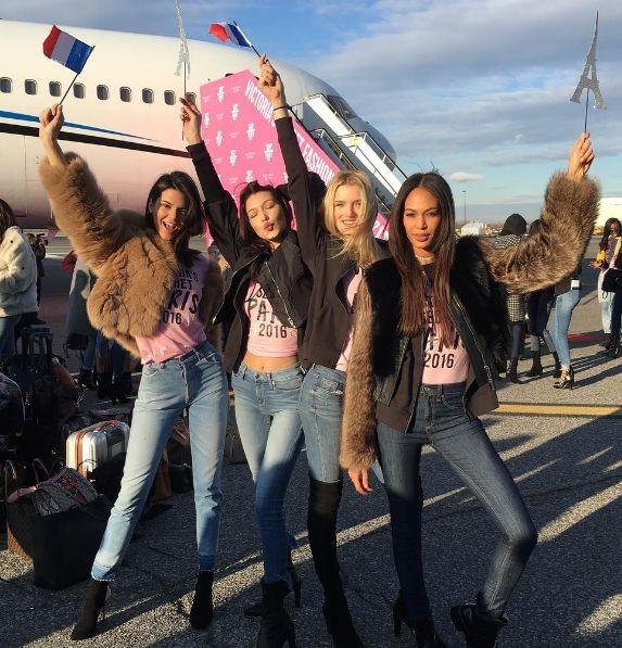 Модели Victoria's Secret прибыли в Париж