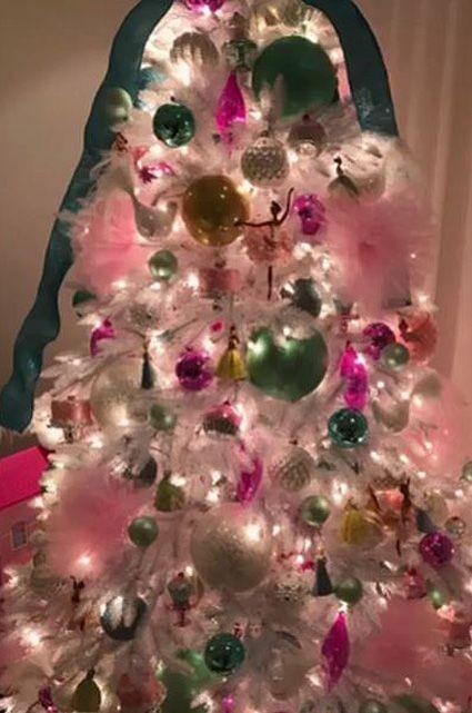 Рождественские ёлки Бейонсе: певица показала, как готовится к празднику