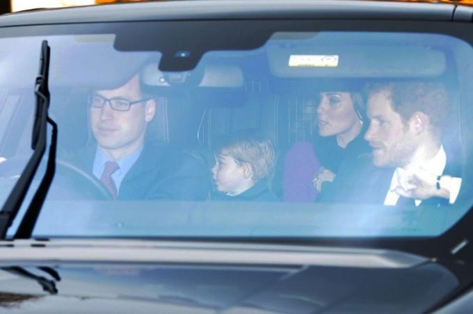 Принц Уильям и Кейт Миддлтон отправились на праздничный ужин к королеве Елизавете II