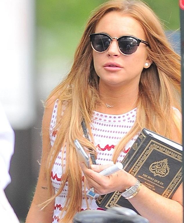 Линдси Лохан приняла ислам?