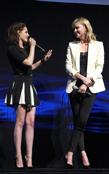 Кристен Стюарт и Шарлиз Терон на CinemaCon 2012