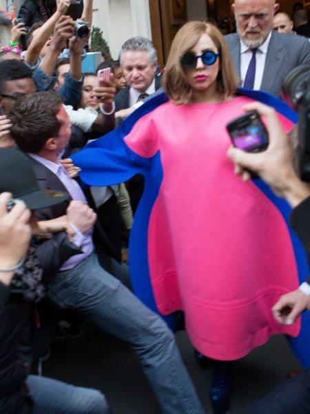 Леди Гага и её розовое платье