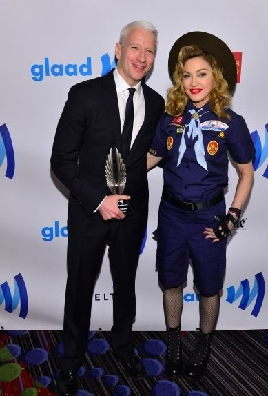 Мадонна оделась бойскаутом