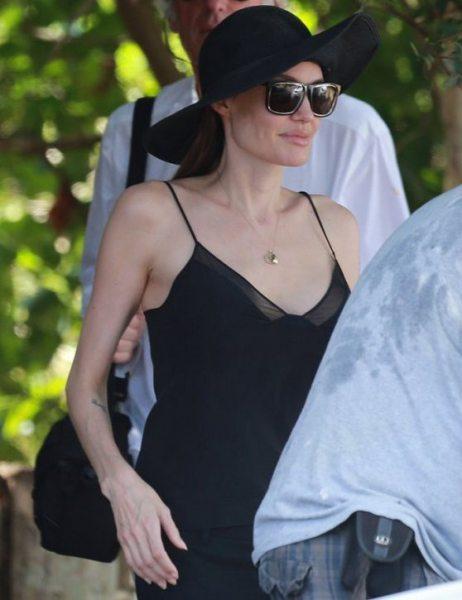 Анджелина Джоли на Гавайях