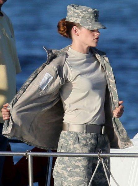 На съёмках нового фильма Кристен Стюарт надела военную форму