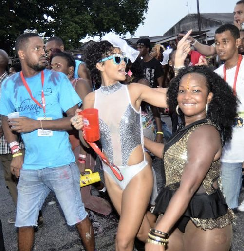 Рианна веселится на карнавале