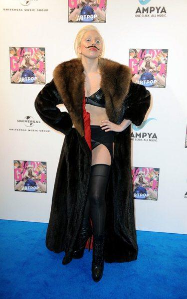 Усатая Леди Гага оделась в Сальвадора Дали