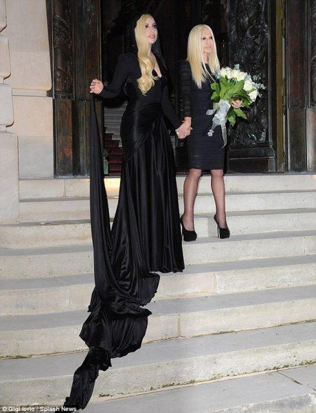 Леди Гага на показе Versace в Париже