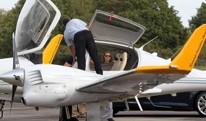 Анджелина Джоли с сыном полетали на самолёте