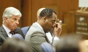 Врач Майкла Джексона расплакался на суде