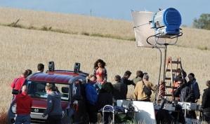 Разгневанный фермер прогнал с поля полуголую Рианну