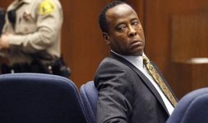 Шокирующие фотографии из особняка Майкла Джексона были обнародованы на суде