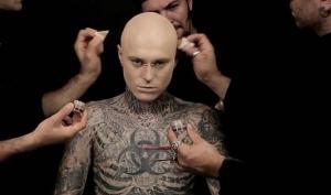 Зомби Бой без татуировок в рекламе DermaBlend