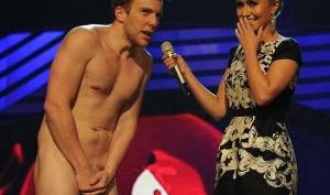 Хайден Панеттьери получила шок от голого актера на сцене MTV Europe Music Awards